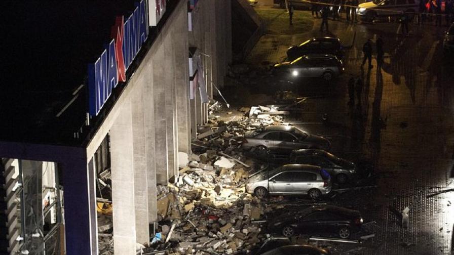 8 загинали в срутилия се супермаркет в Рига, десетки ранени