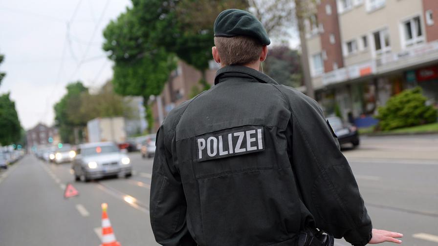Германски полицай убил и насякъл 59-годишен мъж