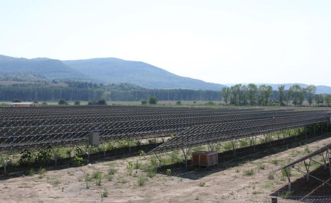 Протест срещу новия данък за производители на зелена енергия пред МИЕ
