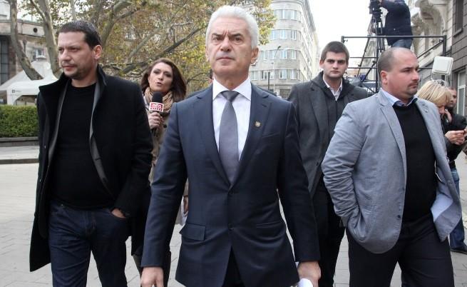 Френски евродепутат: Защо правителството не порица Сидеров