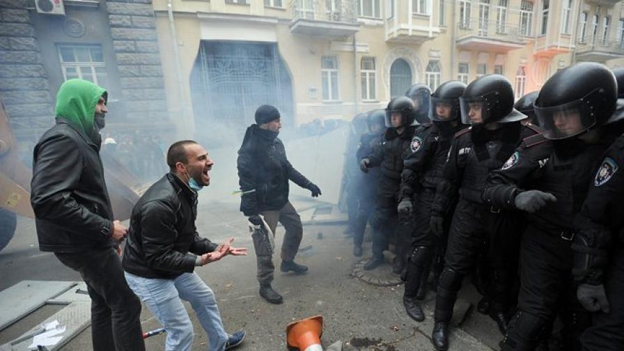 Янукович призна за насилие срещу протестите
