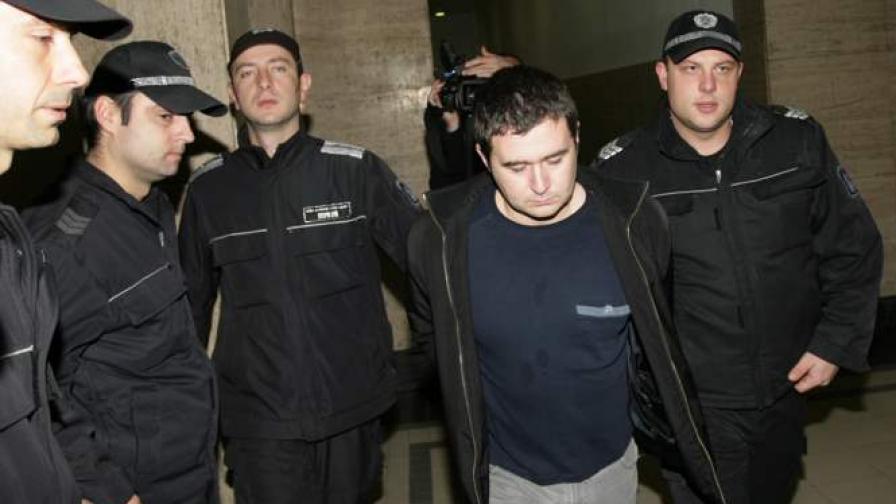 """Майка на едната жертва: Убиецът от """"Соло"""" се е укрил"""