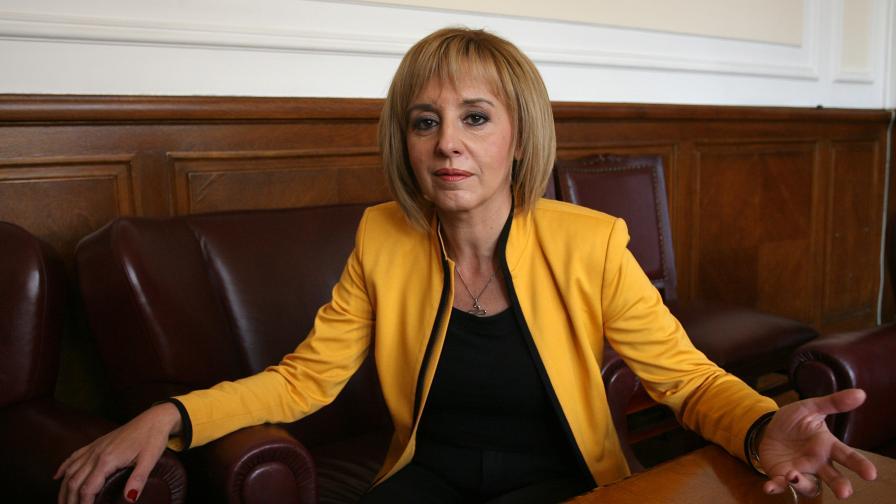 Мая Манолова: Изпращам с удовлетворение 2013 година