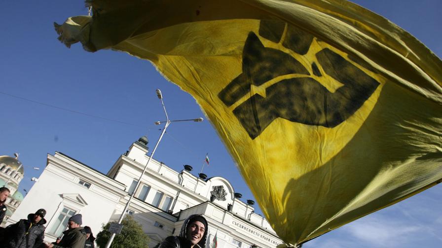 """Кадър от протест на """"Ранобудните студенти"""" пред НС"""