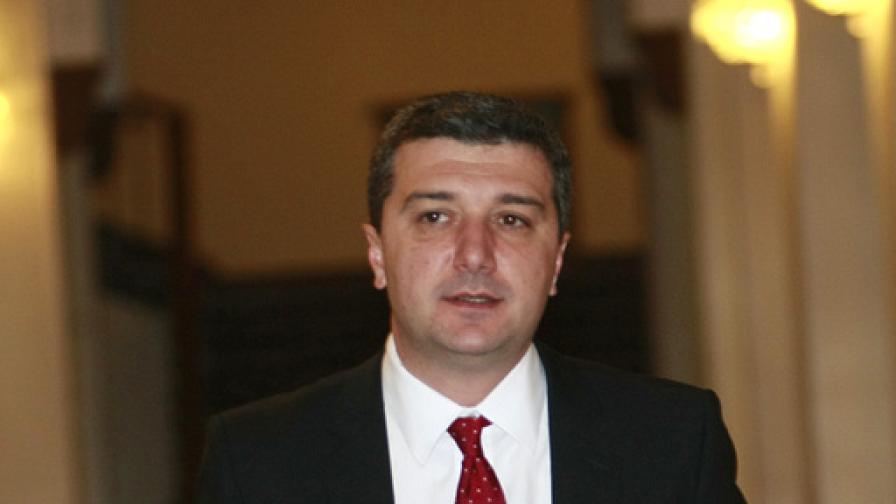 Драгомир Стойнев: Подкрепям таксата върху ВЕИ