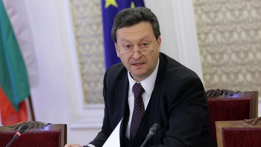 Ерменков се извини, ГЕРБ недоволни, Нинова няма да го изключва