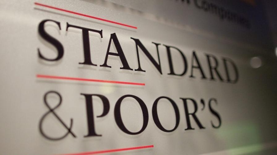 """""""Стандард енд Пуърс"""" също обяви четири гръцки банки в """"частичен дефолт"""""""