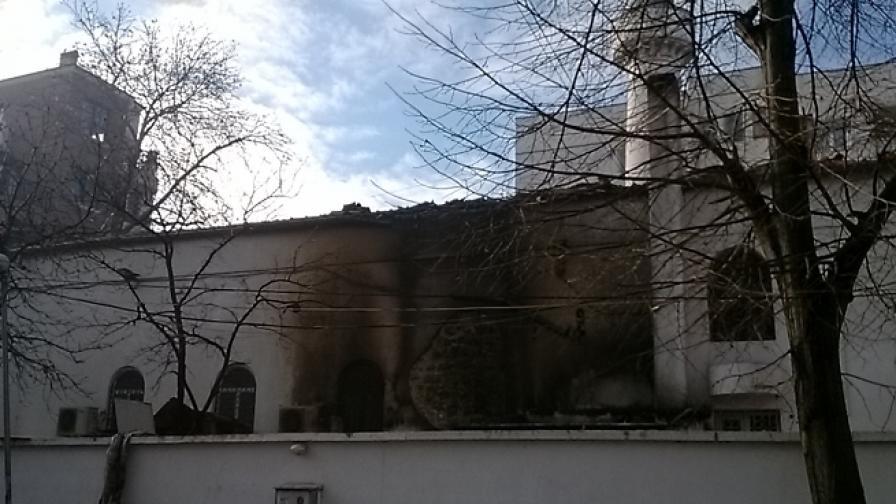На 19 декември 2013 г. изгоря част от покрива на варненската джамия