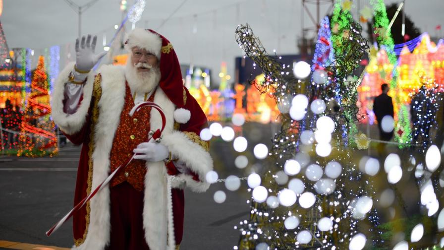Дядо Коледа тръгна по света