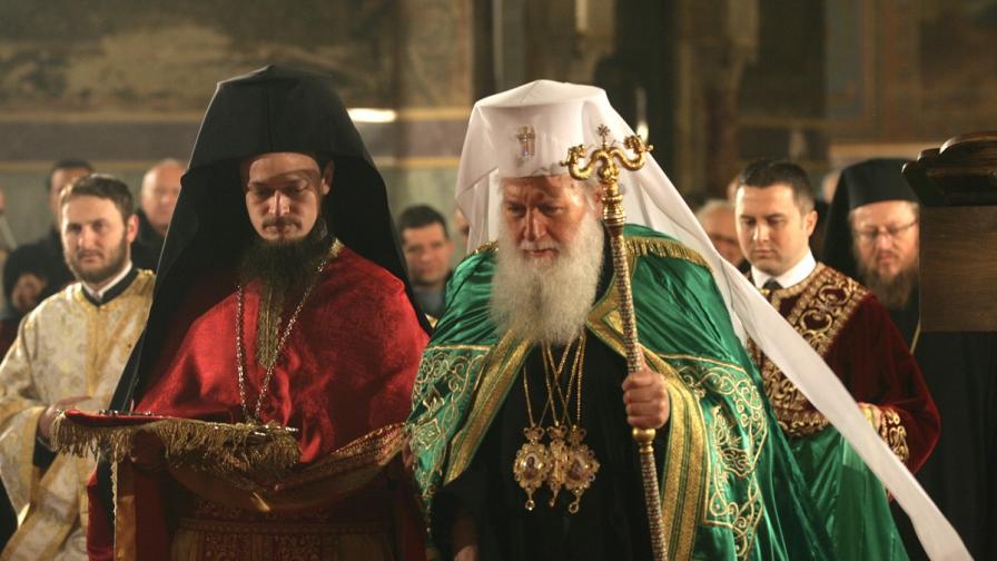 Патриарх Неофит отслужи празнична литургия за Бъдни вечер