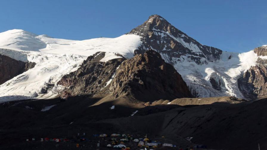 Аконкагуа е най-високият връх в Южна Америка. Разположен е в планината Анди в Аржентина, на 15 км от държавната граница с Чили. Висок е 6962 м