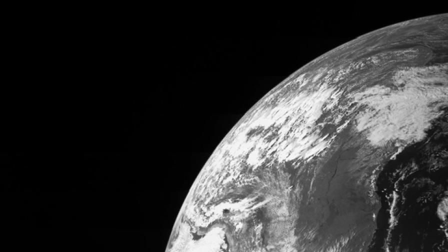 Петметров астероид навлезе в земната орбита