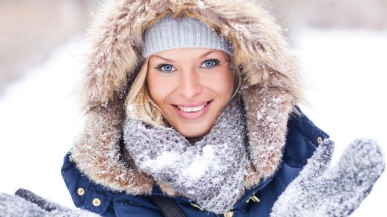 зима жена сняг лице козметика кожа