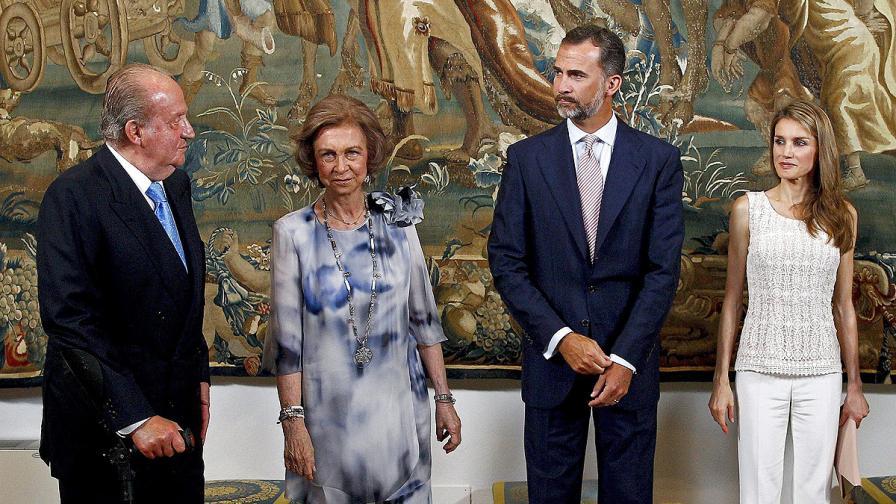 Крал Хуан Карлос, кралица София, принц Фелипе и съпругата му – принцеса Летисия