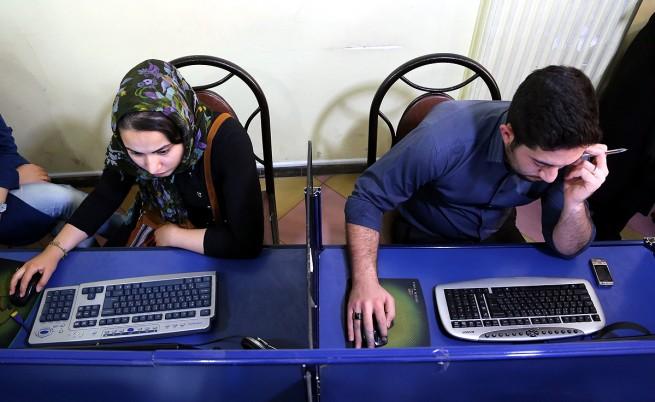 В Иран забраниха чатенето между мъже и жени