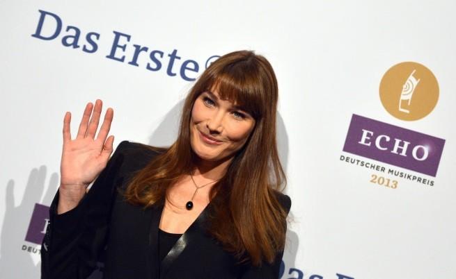 Карла Бруни отменя концерти поради слаб интерес