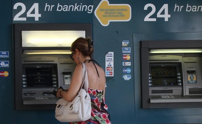 Във Франция осъдиха българин за измама с хиляди банкови карти