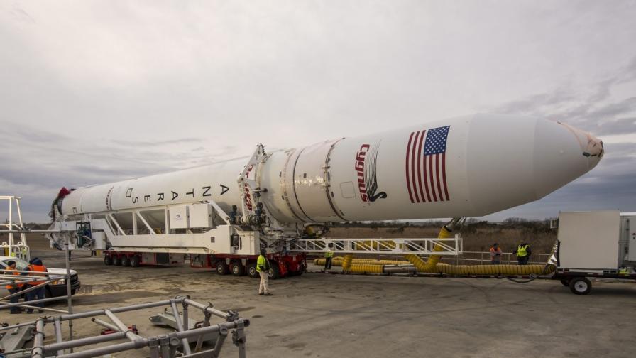 """Частният космически кораб """"Сигнус"""" отлетя до МКС"""