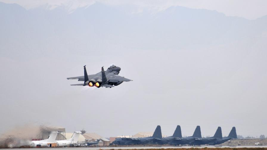 Американски самолет падна в Афганистан, трима загинали